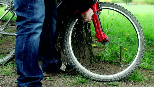 HD: Inflating Bicycle Tire