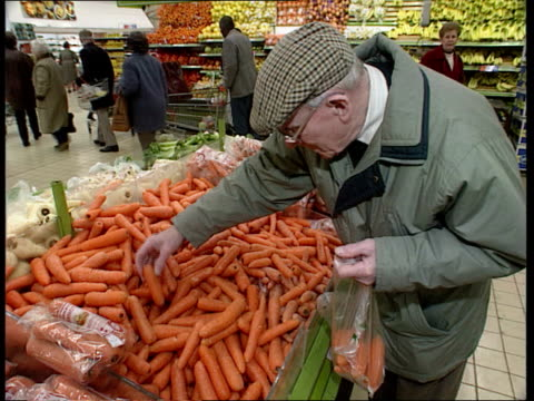 vídeos de stock e filmes b-roll de inflation down inflation down sainsburys supermarket cms old man buying carrots in supermarket la cms woman buying meat from chill cabinet cms... - sainsburys