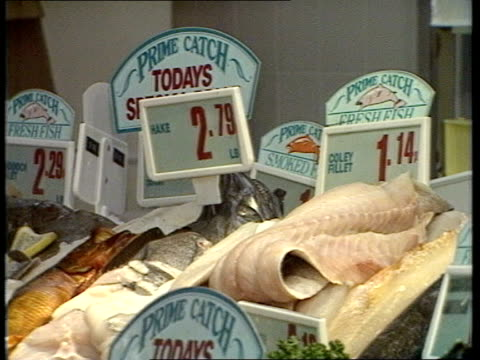Inflation rise ENGLAND London Clapham Gateway Fresh fish counter/prices/chilled poultry/ cheese/prices