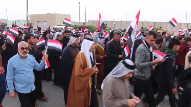 vídeos de stock e filmes b-roll de influential tribes in the southern city of basra join anti government protests and accuse the entrenched political elite of corruption and... - bassorá