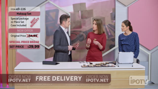 us infomercial montage: female make up artist presenting a make up brush on the infomercial show - strategia di vendita video stock e b–roll