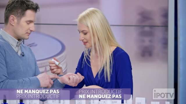 Infomercial montage in French: Woman presenting a cosmetic line on an infomercial show placing the product onto the male host's hand as they talk