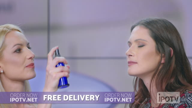 uk infomercial montage: woman presenting a cosmetic line on an infomercial show with the help of a female host and a model - strategia di vendita video stock e b–roll