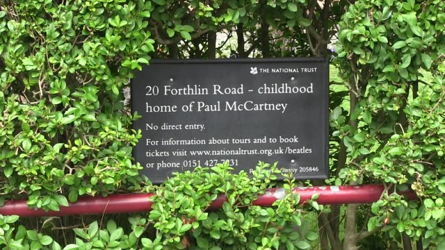 information plaque on the wall at paul mccartney house 20 forthlin roadliverpool where he lived from 1955 till 1965 and wrote his first songs with... - gesellschaftsgeschichte stock-videos und b-roll-filmmaterial