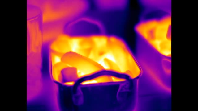 vídeos de stock, filmes e b-roll de infrared video of hot potato chips being dipped in a cold condiment - snack salgado