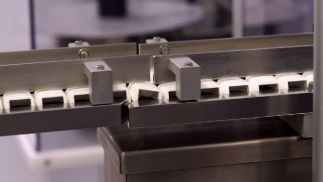 vidéos et rushes de inhaler bodies on an assembly line - inhalateur