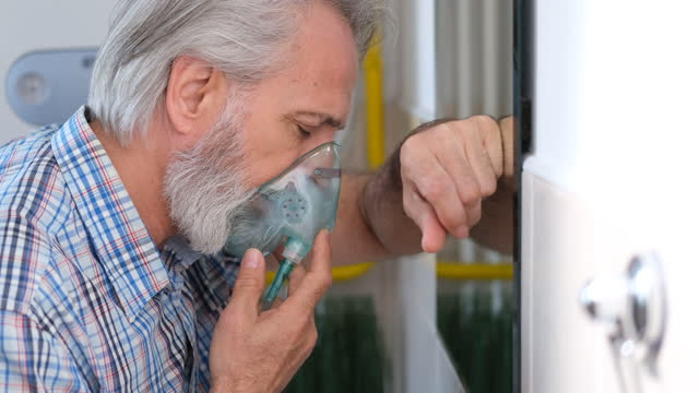 vídeos y material grabado en eventos de stock de inhalador - brazo humano