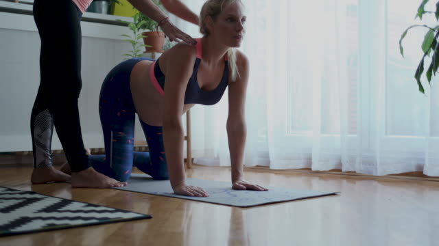 in-home personal trainer - trainer stock videos & royalty-free footage