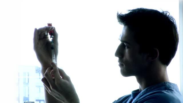 vidéos et rushes de injection médicale - prophylaxie
