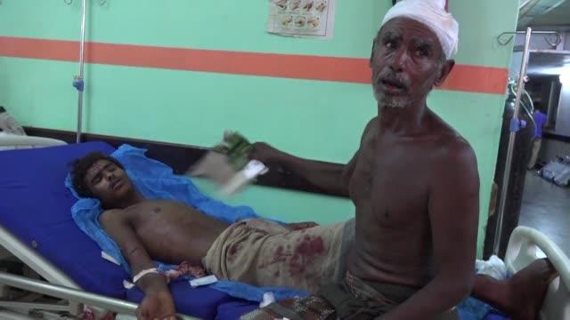 injured yemenis arrive in mass to hodeida's main althawra hospital one of the busiest medical facilities in conflict wracked yemen following an air... - yemen bildbanksvideor och videomaterial från bakom kulisserna