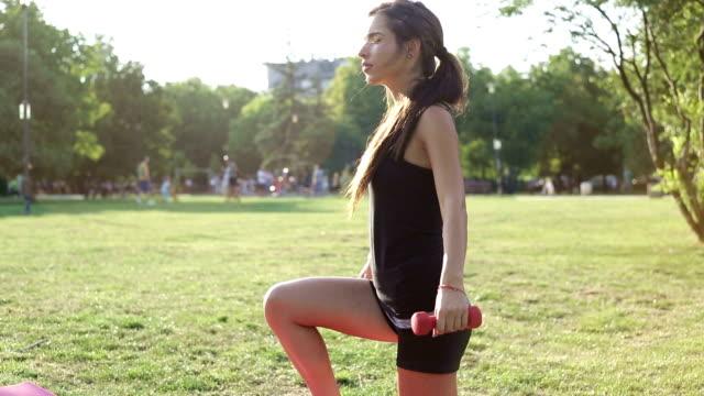 vídeos de stock, filmes e b-roll de ferimento durante o exercício - praticar