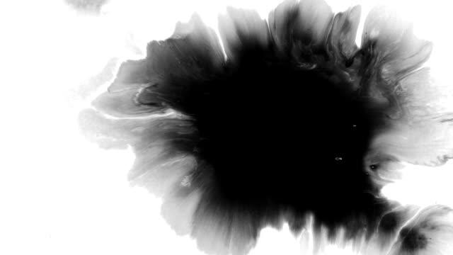 vídeos de stock e filmes b-roll de ink drops and splatters compilation - cor isolada