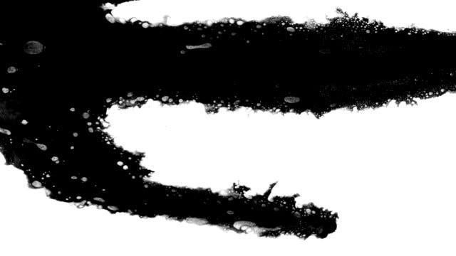 vídeos de stock e filmes b-roll de ink splatter in splashes, drops and stains. - espalhar