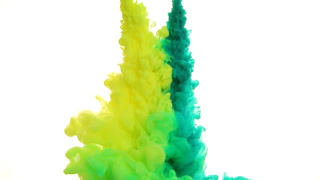 vídeos y material grabado en eventos de stock de tinta en agua - blanco color