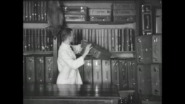 stockvideo's en b-roll-footage met inner city of gera, shopping street heinrichstraße, people in front of the shop franz oertel and son, suitcases and bags shop, inside the shop puts... - 1920