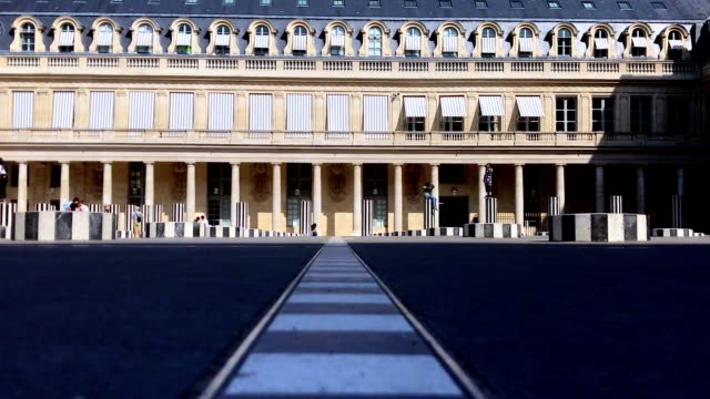 inner courtyard of palais royal in paris france - diminishing perspective stock videos & royalty-free footage
