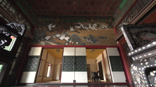 inner view of daejojeon palace (korea treasure 816) in changdeok palace (unesco world heritage site in seoul) at day - 韓国文化点の映像素材/bロール