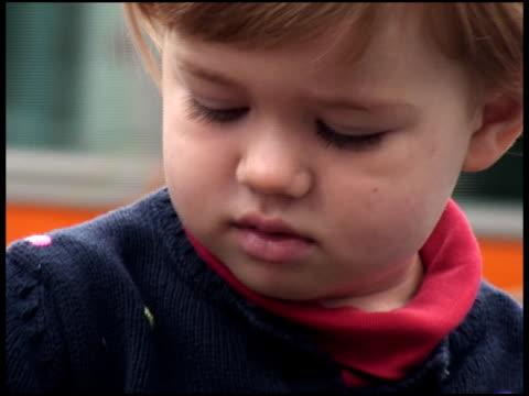 stockvideo's en b-roll-footage met innocent happy child face - alleen meisjes
