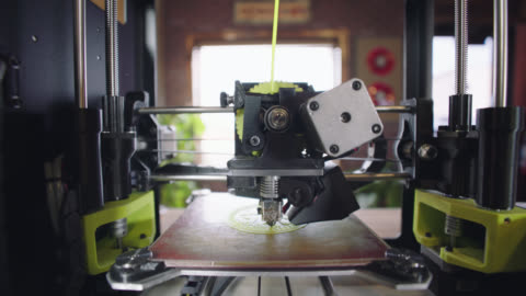 ms. innovative 3d printer creates a three-dimensional wheel with intricate design work. - verbesserung stock-videos und b-roll-filmmaterial