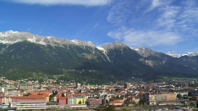 t/l innsbruck city high angle view - größere sehenswürdigkeit stock videos and b-roll footage