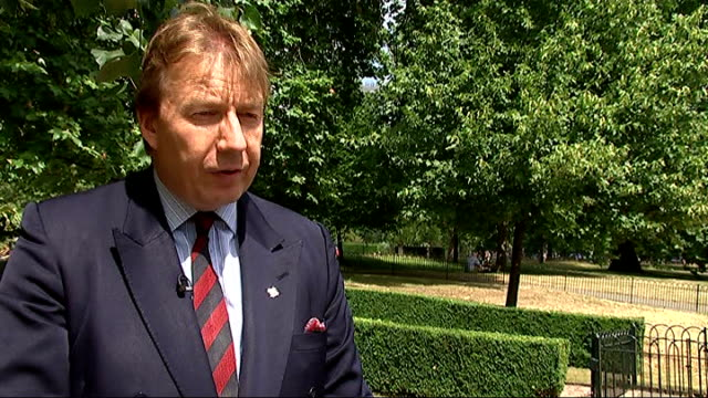 inquiry into hyde park bombing trial collapse 'on the runs' letter policy criticised hyde park chris daly set up shots with reporter / interview sot... - t in the park stock-videos und b-roll-filmmaterial