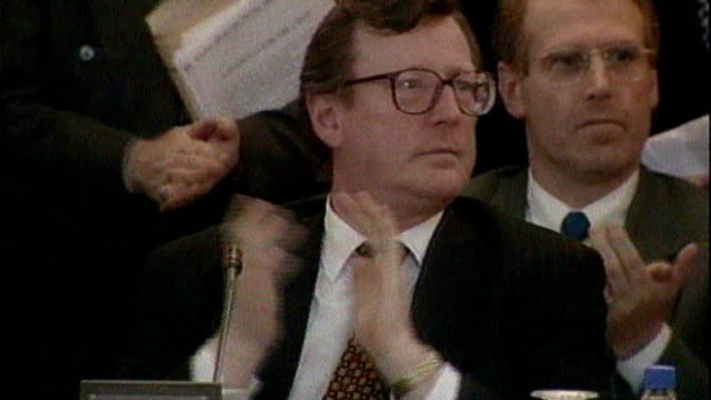 inquiry into hyde park bombing trial collapse 'on the runs' letter policy criticised lib 1041998 belfast stormont int northern ireland peace talks at... - ストーモント点の映像素材/bロール