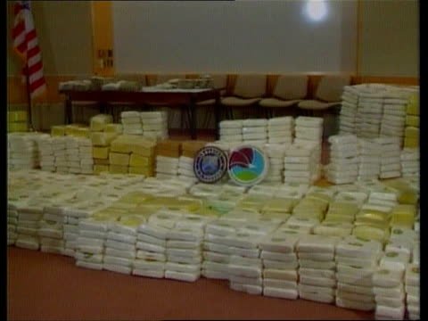 inquiry itn seq packets of colombian cocaine seized by us officials - 麻薬点の映像素材/bロール