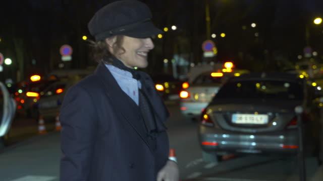 vidéos et rushes de inès de la fressange arriving at nina ricci at celebrity sightings in paris on march 05 2016 in london england - semaine de la mode