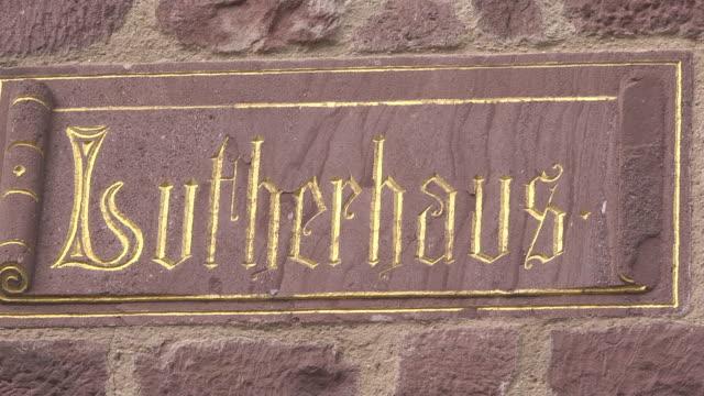 "inscription ""lutherhaus"" - 宗教的指導者 マルティン・ルター点の映像素材/bロール"