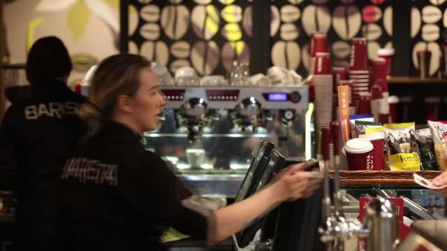 vídeos de stock, filmes e b-roll de inside a costa coffee shop in london united kingdom on wednesday may 2 2018 - equipamento doméstico