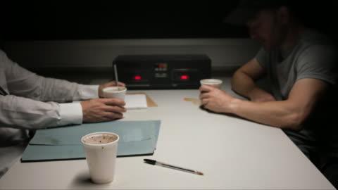 vídeos y material grabado en eventos de stock de inside a police interrogation room - detective