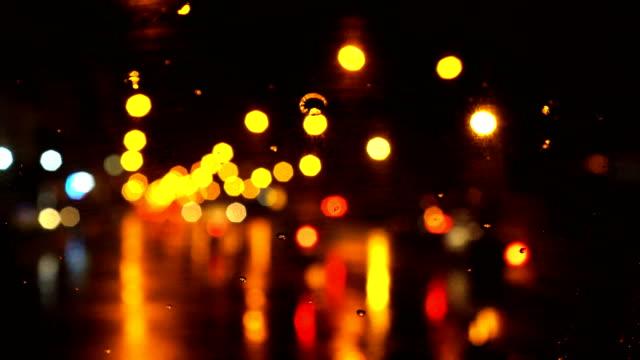 innen auto pov - verkehr während der regenzeit - windschutzscheibe stock-videos und b-roll-filmmaterial