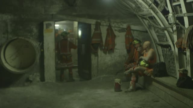 inside mins workers complete final shift at kellingley colliery workers mingling / miners ascending stairs / miners walking along in tunnel area /... - kohlengrube stock-videos und b-roll-filmmaterial