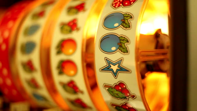 stockvideo's en b-roll-footage met inside of a slot machine - casino