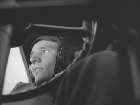inside of b-17 flying fortress - 爆撃機点の映像素材/bロール