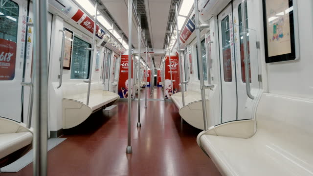 stockvideo's en b-roll-footage met inside of empty subway,xi'an,china. - metro spoorwegvervoer