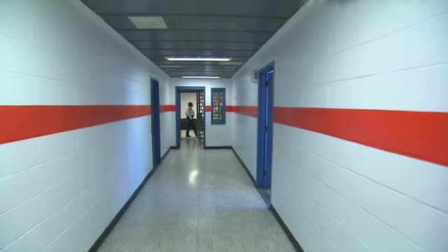 inside rikers island jail complex at rikers island on february 02 2016 in new york city - gefängniszelle stock-videos und b-roll-filmmaterial