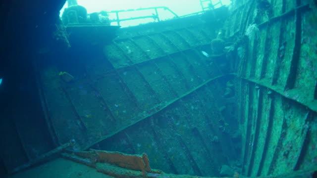 À l'intérieur de l'épave sous-marin Boga, lumière, Bali (4K