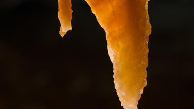 vídeos de stock, filmes e b-roll de inside the cave of el soplao, cave located in the municipalities of rionansa, valdáliga and herrerías, cantabria, spain, europe - stalactite