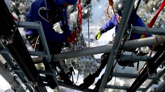 通信塔の内部 - 機械工点の映像素材/bロール