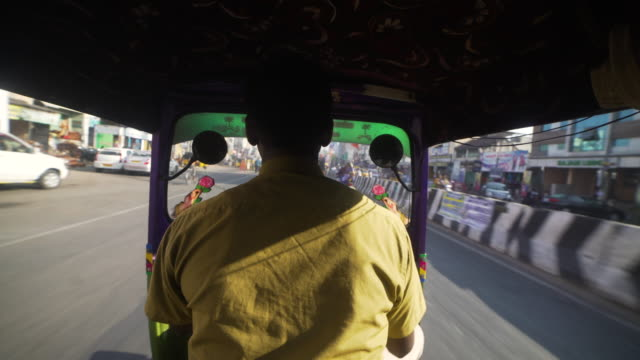 pov inside tuk tuk at india road - jinrikisha stock-videos und b-roll-filmmaterial