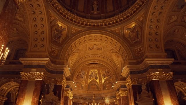 inside view of st. stephen basilica in budapest during the evening with artificial lighting - basilica video stock e b–roll