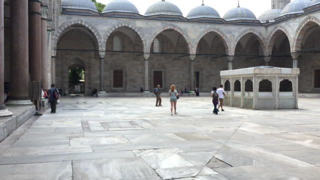 inside yard of the süleymaniye mosque in istanbul, turkey - suleymaniye mosque stock videos and b-roll footage