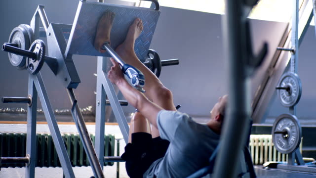 vidéos et rushes de inspirant l'athlète amputé des problèmes pendant l'exercice - membre partie du corps