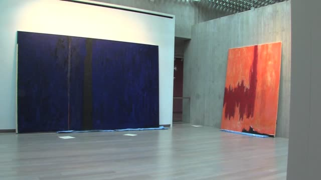 installation of the new clyfford still museum in denver colorado of work by still who was an abstract expressionist clyfford still museum... - herbst stock videos & royalty-free footage
