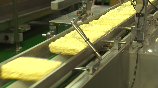 instant noodle factory producing ramen - ramen noodles stock videos & royalty-free footage