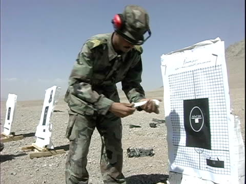 instructor pointing at target while soldier smiles and gives thumbs up sign during military training / afghanistan - operazione enduring freedom video stock e b–roll