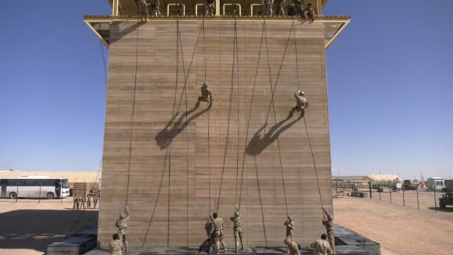 instructors from the army national guard warrior training center in fort benning georgia conduct rappel training during phase three of an air assault... - fort benning video stock e b–roll