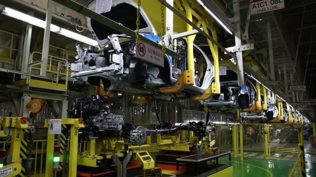 instrument panels for ssangyong motor co korando c sport utility vehicles sit on the production line an employee assembles a ssangyong motor co... - korea stock-videos und b-roll-filmmaterial