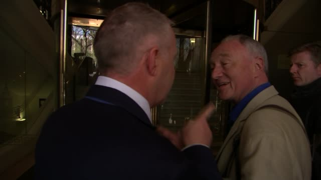 stockvideo's en b-roll-footage met insults in recent political campaigns t28041611 / tx ken livingstone being confronted by john mann mp sot [mann] you're a lying racist - ken livingstone